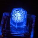 クリスタルキューブ:ブルー 結婚式・パーティー演出グッズ 水に反応して光るキューブ